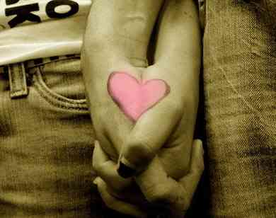 couple-heart-holding-hands-love-Favim.com-492773